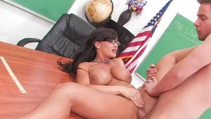 Big boobs mature Lisa Ann got her pussy smashed