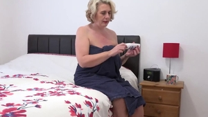 Saggy tits mature has a soft spot for fingering in HD