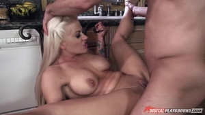 Big boobs slut Holly Heart wants nailing