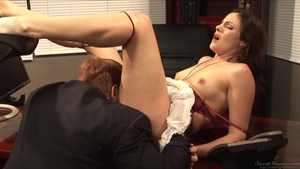 Pussy sex accompanied by very hot brunette