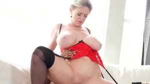 Real sex in company with curvy stepmom Dee Williams