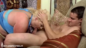 Young MILF Zoey Andrews has a taste for blowjob